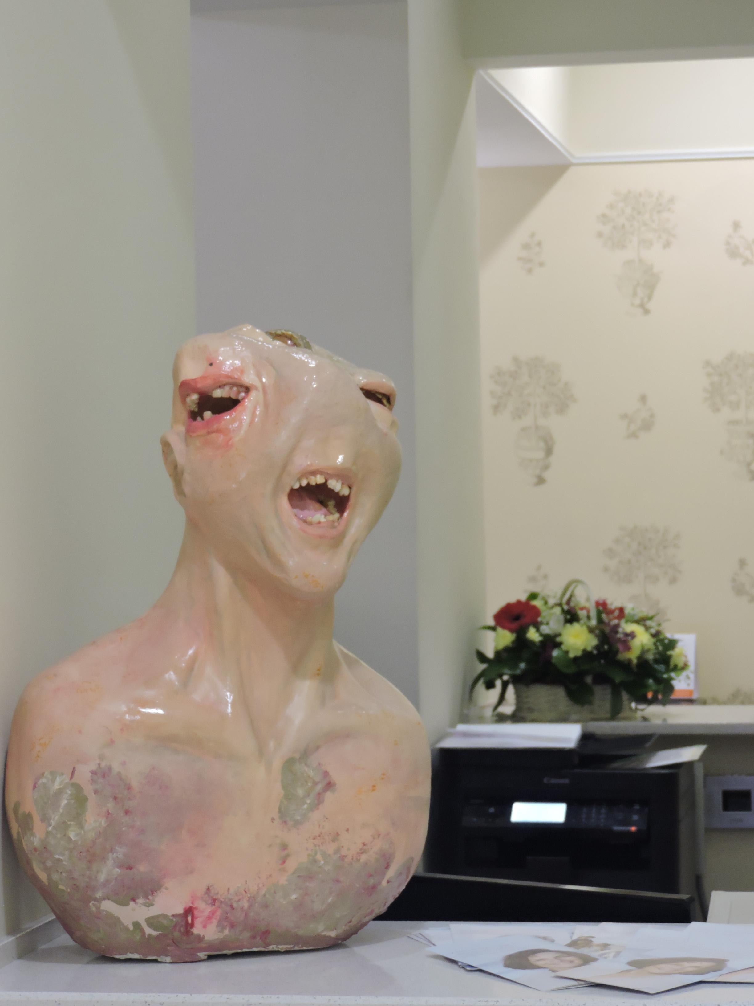 В Петербурге создали памятник зубной боли